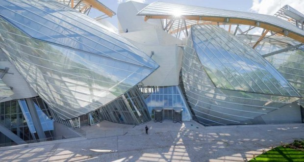Fachada da Fondation Louis Vuitton, desenhada por Frank Gehry, em Paris