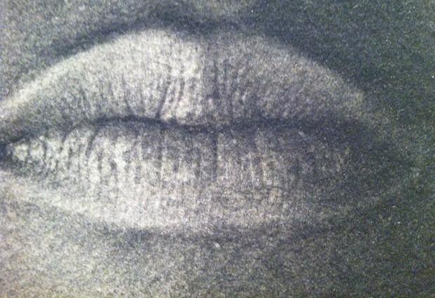 Fotografia impressa sobre feltro da norte-americana Lorna Simpson, na galeria Nathalie Obadia, de Paris e Bruxelas