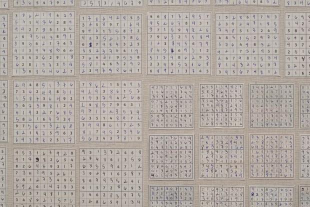 Instalação de Jac Leirner na Bienal de Charjah