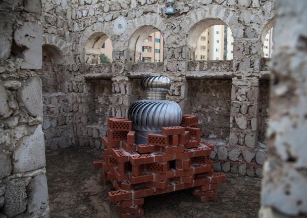 Instalação de Haegue Yang, na Bienal de Charjah