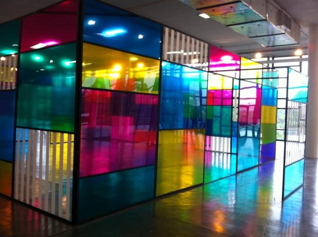 Instalação de Daniel Buren, representado pela Nara Roesler, na SP-Arte