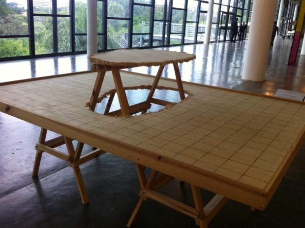 Instalação de André Komatsu, da galeria Vermelho, na SP-Arte