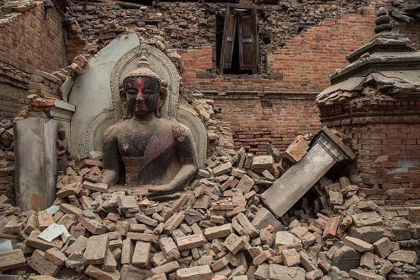 Estátua em ruínas na cidade histórica de Bhaktapur, no Nepal