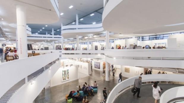 A feira SP-Arte no pavilhão da Bienal de São Paulo, no parque Ibirapuera