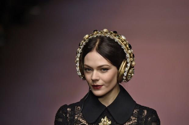 Modelo em desfile da Dolce  & Gabbana, em Milão
