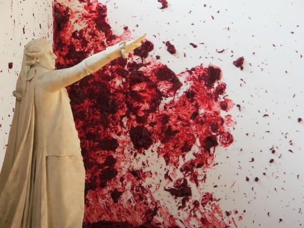 'Shooting Into a Corner', obra de Anish Kapoor no Palácio de Versalhes