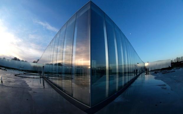 Sede do Louvre em Lens, na França, desenhada pela firma Sanaa