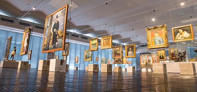 Cavaletes de Lina Bo Bardi na galeria de pinturas do Masp