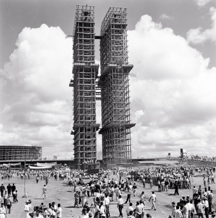 Brasília em construção em fotografia de Marcel Gautherot