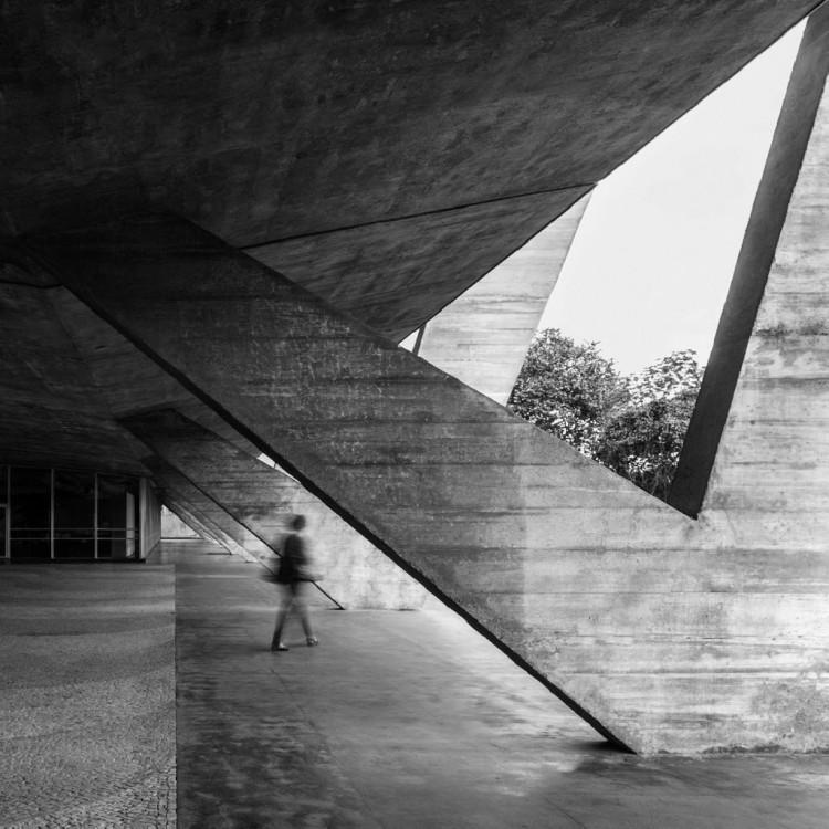 O Museu de Arte Moderna do Rio em fotografia de Leonardo Finotti